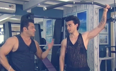 Bigg Boss 12: Watch How Salman Gave Some Special Workout Tips To Aayush